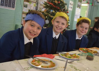 700 Students for Christmas Lunch !